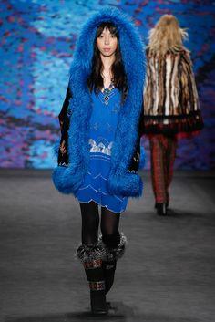 Anna Sui Fall 2015 Ready-to-Wear Fashion Show - Gigi Hadid