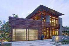 Holzbretter-Fassadengestaltung biete wohnliche Behaglichkeit und Wetterschutz