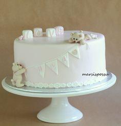 Marsispossu: Ristiäiskakku tytölle, Christening cake