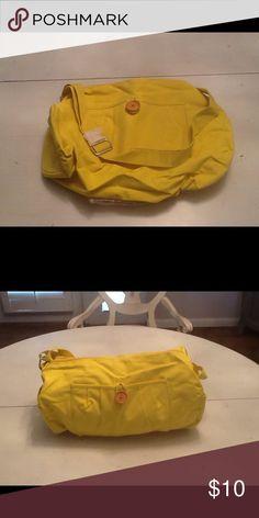 Bag NWOT tote bag with 3 pockets no name Bags Totes