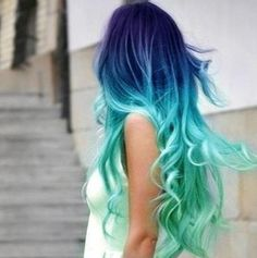 I wish I had the guts to color my hair like this.