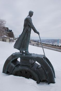 Discover Niagara Tesla Monument in Niagara Falls, Ontario: Niagara Falls holds a special place in Nikola Tesla's history, so they put a statue on it. Nikola Tesla Inventions, Nicola Tesla, Tesla Quotes, Tesla Coil, Mechanical Engineering, Niagara Falls, Places To Visit, History, Ancient Architecture
