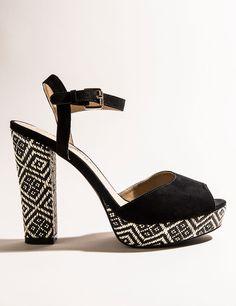 Sandales imprimé ethnique noires et écrus - Jennyfer e-shop                                                                                                                                                                                 More