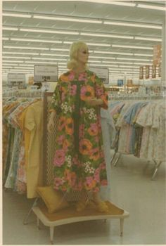 Photo (Everyday Life in the Past) Old Pictures, Old Photos, Vintage Photographs, Vintage Photos, Vintage Polaroid, Raspberry Lemonade, Through The Looking Glass, 1960s Fashion, Kitsch