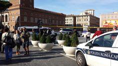 ESTATE planters in Roma, via dei fori Imperiali, Piazza Venezia, Colosseo #Bellitalia #marble street furniture - arredo urbano - mobiliario urbano - mobilier urbain