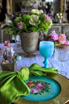 Serving Easter Brunch at Noon was perfect timing.  Fill up on good food, take a walk to the beach, and then come home for a good old nap!   I love planning the flowers for an Easter table.     This ye
