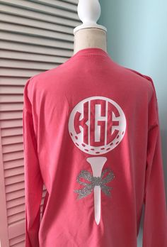 This shirt is the perfect gift for the female golfer! Can be customized to match team color and group discounts are available! Front pocket has a circle monogram matching the one in the golf ball on the back. We can include the year or not, your choice. Back features golf ball and tee with a glitter bow. Please include in the NOTES section when you purchase this listing: 1. Monogram (first, Last, middle initial order) 2. Last Name 3. Vinyl Color Choice 4. Whether or not to include the…