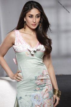 Kareena Kapoor Saree, Kareena Kapoor Photos, Shraddha Kapoor Cute, Indian Bollywood Actress, Beautiful Bollywood Actress, Beautiful Actresses, Indian Actresses, Vintage Bollywood, Parneeti Chopra