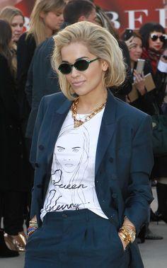 rita-ora-burberry-prorsum-fall-2013-fashion-show-london-fashion-week-simeon-farrar-for-black-score-queen-delevingne-tee-burberry-prorsum-spring-2013-wedges-1.jpg (369×594)