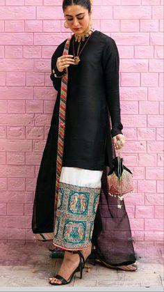 Women's Ethnic Fashion, Pakistani Fashion Casual, Pakistani Dresses Casual, Indian Fashion Dresses, Pakistani Dress Design, Indian Outfits, Beautiful Dress Designs, Stylish Dress Designs, Fancy Dress Design
