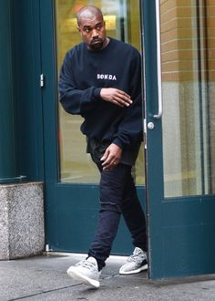 Kanye West - Spotted In Donda Top wearing Donda Sweaters and Saint . Style Hipster, Hipster Fashion, Urban Fashion, Mens Fashion, Fashion Hats, Street Fashion, Boho Fashion, Vintage Fashion, Style Kanye West