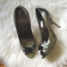 """Marc Jacobs Metallic Shooting Star Pumps Space themed open toe pumps by Marc Jacobs! I love these so much they can make your work outfit much more trendy + an easy transition to date night! Size 39 in good condition light wear. 4"""" YES to: Bundle Discounts NO to: Trades / Modeling / Holds  Happy Poshing!!  Marc by Marc Jacobs Shoes Heels"""