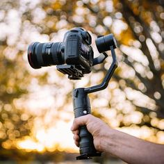 Behold the Beholder EC1 stabilizer! Bokehlicious shot by @thecameradepartment Tag a filmmaker #camera #gear #gimbal #cameras #canon #canoneos #videoshoot #videography #videographer #moviemaking #videomaker #bokeh