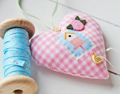 I love what Helen Phillips does, her blog is so cute, check it out. This heart looks so fresh and pretty.