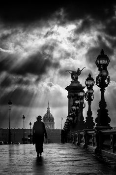 Après l'orage by eric drigny Paris. Après l'orage by eric drigny The post Paris. Après l'orage by eric drigny appeared first on Fotografie. Bw Photography, Street Photography, Monochrome Photography, Art Blanc, Photo D Art, Photo Black, Black And White Pictures, White Art, Children Photography