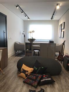 Um lugar para a família se curtir. Bed, Furniture, Home Decor, Architecture Office, Houses, Decoration Home, Stream Bed, Room Decor, Home Furnishings