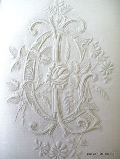 Articles vendus > Monogrammes, dentelles ... > LINGE ANCIEN/Exceptionnel monogramme ancien brodé sur une serviette en damassé de fil de lin ...