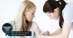 Mitos e verdades sobre vacinas. Quem tem baixa imunidade não pode tomar vacinas. PARCIALMENTE VERDADE. Pessoas com doenças que afetam a imunidade, como a AIDS, podem tomar vacinas em alguns casos, mas sempre após avaliação médica. O MS (Ministério da Saúde) disponibiliza Centros de Referência de Imunobiológicos Especiais (CRIEs), que oferecem doses específicas para quem se inclui no caso. Veja a lista no site do MS ou por meio dos CVE dos estados.  Fotografia: Thinkstock.
