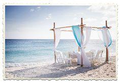 Als wedding planner weet ik dat er veel vragen kunnen zijn als je gaat trouwen in het buitenland. Op mijn website vertel ik meer over de mogelijkheden van trouwen op Curaçao. In mijn blog ga ik in op details om zoveel mogelijk vragen weg te nemen! De eerste staat online! Van luxe tot eenvoudige bruiloften: lees hier wat Curacao te bieden heeft!   http://weddingsbymerel.com/2015/12/18/van-luxe-tot-eenvoud/