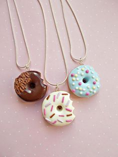 Handmade necklace created from polymer clay, with donut pendant. The pendants are handcrafted, I dont use any molds in my workshop. The lenght of the necklace is 51 cm and the pendants measure 3 cm. The chain is 18k white gold plated. ❀ Price is for one necklace. Choose the color before Polymer Clay Kawaii, Polymer Clay Charms, Polymer Clay Art, Polymer Clay Jewelry, Clay Earrings, Best Friend Gifts, Gifts For Friends, Couple Gifts For Her, Bff Necklaces