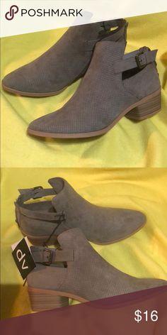 7966264cbf0 DV Shoes NWT NWT DV Shoes by Dolce Vita