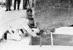 Le pietre di Stonehenge, uno studente riporta alla luce i documenti, la disposizione delle pietre è opera dei restauri di un secolo fa.