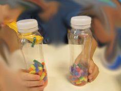 ... heißen sie auf englisch.   Schüttelflaschen nennen Kinder sie.        Früher habe ich sie immer aus Olivengläser gemacht.   Die sind ...