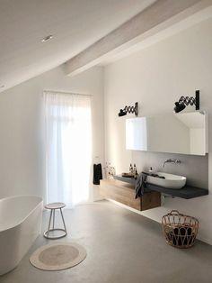 Stylish bathroom remodel ideas to perfect your bathroom decor 1 Interior Rugs, Living Room Interior, Kitchen Interior, Living Room Red, Style Deco, Bathroom Towels, Bathroom Sinks, Washroom, Bathroom Remodeling