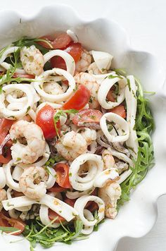 Squid and shrimp salad. Easy Cooking, Cooking Recipes, Comfort Food, Food Humor, Antipasto, Pasta Salad, Shrimp Salad, Healthy Dinner Recipes, Italian Recipes