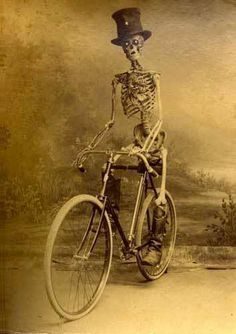 Vintage photos of a skeleton on bike, early can find Vintage halloween photos and more on our website.Vintage photos of a skeleton on bike, earl. Vintage Halloween Photos, Halloween Pictures, Spooky Pictures, Odd Pictures, Soirée Halloween, Holidays Halloween, Halloween Costumes, Whimsical Halloween, La Danse Macabre