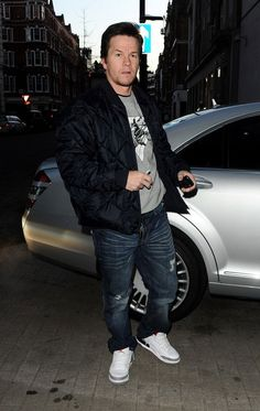 Mark Wahlberg in retro 88 Jordan IIIs    2.8.13  02c4c74a8