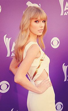 My parents were at the ACMs and said Taylor was drop dead gorgeous... this proves it. You rock Taylor