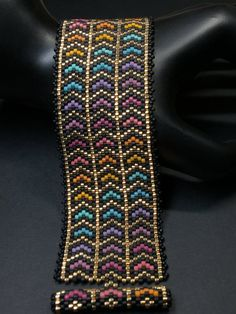 PATTERN – Single Peyote – Diagonal Arrows Bracelet You are in the right place about Crochet granny square Here we offer you the most beautiful. Bead Loom Bracelets, Beaded Bracelet Patterns, Bead Loom Patterns, Peyote Patterns, Peyote Beading, Beading Patterns, Fabric Jewelry, Beaded Jewelry, Seed Beads