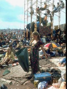 refresh ask&faq archive theme Welcome to fy hippies! This site is obviously about hippies. There are occasions where we post things era such as the artists of the and the most famous concert in hippie history- Woodstock! 1969 Woodstock, Festival Woodstock, Woodstock Hippies, Woodstock Music, Woodstock Outfit, Woodstock Fashion, Hippie Style, Hippie Life, Hippie Girls