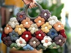 Purse (or bag). Is this knit, crochet, or some other yarn craft? Crotchet Bags, Crochet Tote, Crochet Handbags, Crochet Purses, Love Crochet, Knitted Bags, Crochet Crafts, Yarn Crafts, Crochet Flowers
