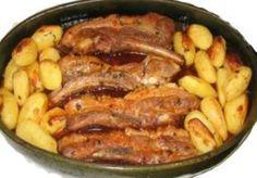 Receita de Entrecosto no forno com batatas O Entrecosto no forno com batatas é uma receita que agrada pelo sabor e pela facilidade no modo de preparo.