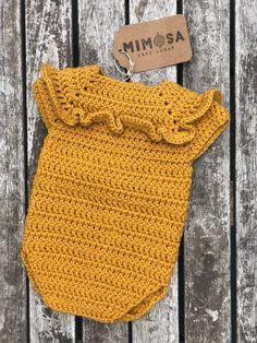 Crochet Baby Bib from Vintage Pattern Crochet Toddler, Baby Girl Crochet, Crochet Baby Clothes, Newborn Crochet, Crochet Romper, Crochet Bebe, Diy Crochet, Crochet Blanket Patterns, Baby Knitting Patterns