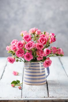 New birthday flowers roses bouquets vase 49 ideas Flowers Roses Bouquet, Beautiful Bouquet Of Flowers, Beautiful Flower Arrangements, Beautiful Roses, Fresh Flowers, Spring Flowers, Flower Vases, Floral Arrangements, Beautiful Flowers