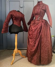 Collectors Bustle Dress - Re Made From ( Earlier ? ) Gown ( With Original Bodice ) - Victorian Antique Fashion : Collectors Bustle Dress Re Made From Earlier 1880s Fashion, Victorian Fashion, Vintage Fashion, Victorian Dresses, Medieval Fashion, Victorian Gothic, Steampunk Fashion, Gothic Lolita, Gothic Fashion