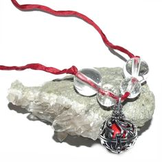 Engelrufer mit Bergkristall & Klangkugel rot - Engelrufer - Cleopatra's Duft-Oase Christmas Ornaments, Holiday Decor, Third Eye, Silk Ribbon, Blessing, Buddhism, Native Americans, Crystals, Red