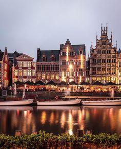 Deze steden in Europa zijn zeker een bezoekje waard Amsterdam, New York Skyline, Night, City, Pretty, House, Travel, Instagram, Posts