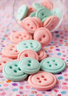 Button Cookies--perfect for baby showers or bridal showers. Are these not the cutest things ever?