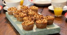 Muffins de pera e granola: receita do Gordon Ramsay Gordon Ramsay Home Cooking, Ramsay Chef, Chefs, Pear Muffins, Granola Cereal, Crunchy Granola, Bulgarian Recipes, Bulgarian Food, Gastronomia