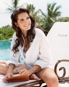 Angie Harmon - I just like her.