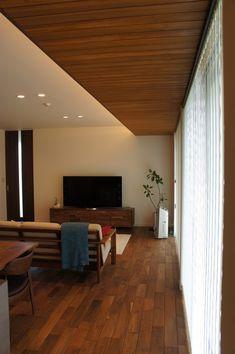 【Web内覧会】完成から1年後の我が家 Wooden Ceiling Design, Ceiling Design Living Room, Wooden Ceilings, Home Ceiling, False Ceiling Design, Tiny House Design, Modern House Design, Teen Room Designs, Showroom Interior Design