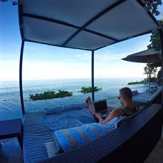 http://beachmind.com/day-trader-2/ #beachmind I'm not sure if I'll find a better office setup than this one but I'll be on the lookout  […]