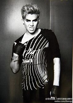 Adam Lambert's SNARLY GNARLY look...LOL.