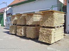 Vállalkozásunkat 1993-ban indítottuk,és az ablaktól kezdve, a lépcsőkön át a bútorokig mindenféle termék előállításával foglalkoztunk. A tevékenységünkhöz sok kiváló minőségű szárított faanyagra volt szükségünk, amit nem tudtunk sehol megvásárolni, ezért 1997-ben elkezdtünk faanyagot szárítani. Építettünk két faanyag szárítót. A szárított faanyag egy részét felhasználjuk, egy részét értékesítjük.