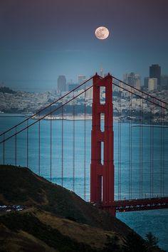 chatoyantstone:  e4rthy:  Moon Rise over San Francisco by Larry Nienkark  ♥