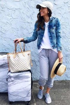 Travel Outfit Spring, Spring Outfits, Airplane Outfits, Summer Airplane Outfit, Flight Outfit, International Travel Tips, Travel Clothes Women, Vacation Outfits, Cute Travel Outfits